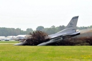 Picture of Alabama National Guard F-16 runway overrun